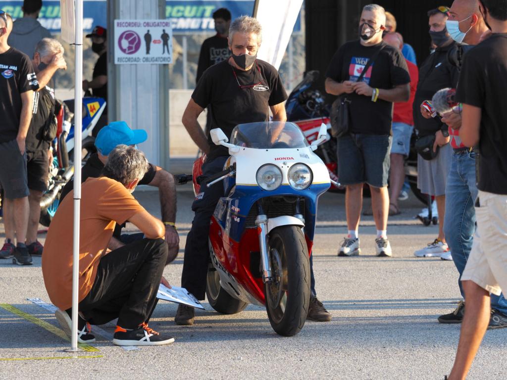 ambiente_motoclassic_series_castelloli_2020